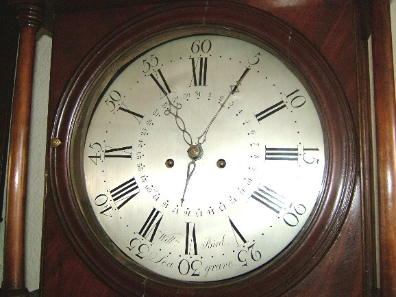 A photo of a silvered dial